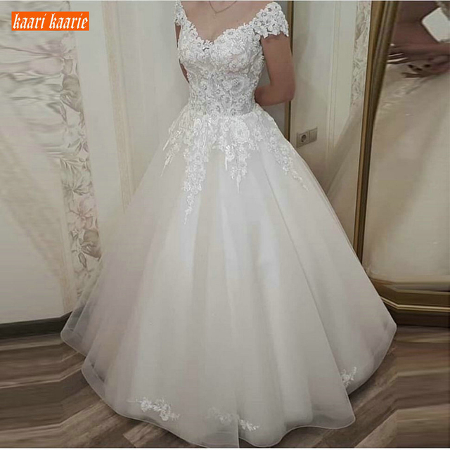 Fabulous Princess Ivory Long Wedding Dress Lace Applique Pearls White Bridal Dresses Ball Gown Tulle Court Train Wedding Gowns
