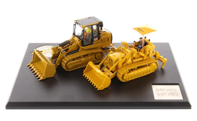 DM85559 1:50 Cat 977D Traxcavator (Circa 1955-1960) and Caterpillar 963K Track Loader (Current)  toy