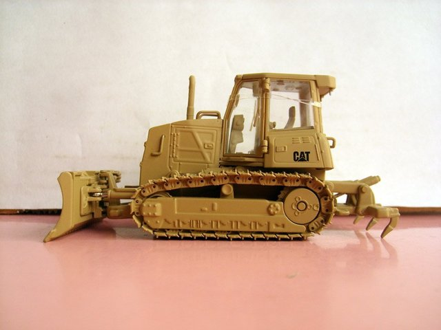 N-55253 1:50 CAT Military D6K Track-Type Tractor toy