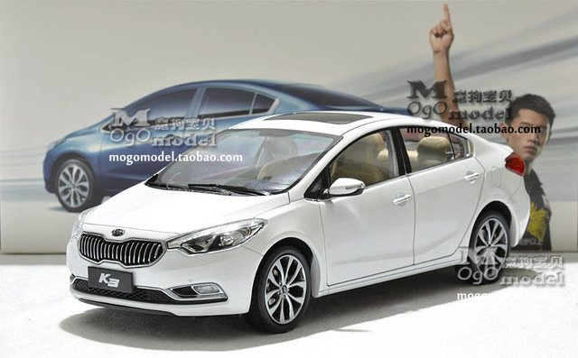 Dealer 1:18 Kia K3 Forte White car model - New year gift