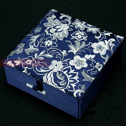 High Quality Silk Brocade Bracelet Gift Box Jewelry Display Box Women Watch Storage Case Cotton Filled Bangle Packaging Boxes