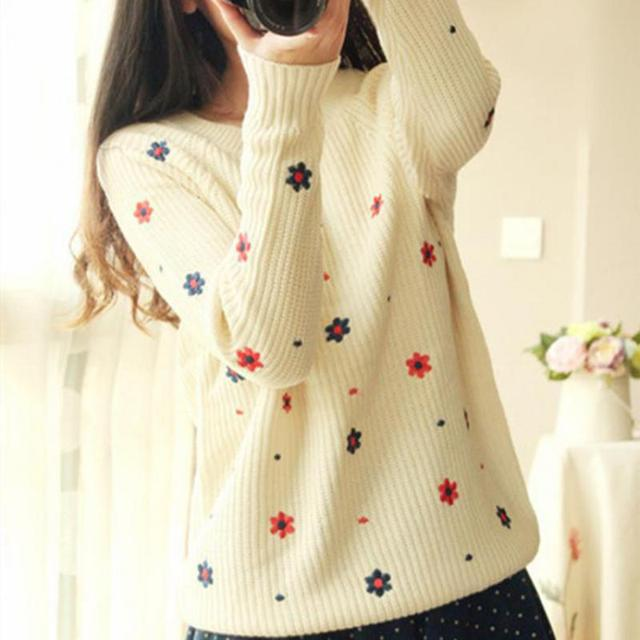 New Brand 2017 Spring Korean Version Of The Sweater Of Sweet Small Fresh Embroidery Harajuku Flowers Round Neck Ladies Sweater