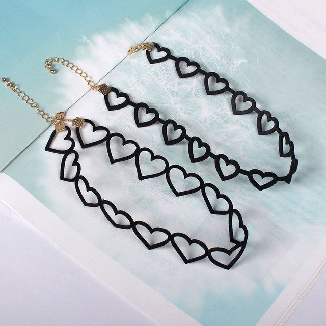 The new Japanese style Black hollow out Love women collar short chain 2019 fashion accessories wholesale