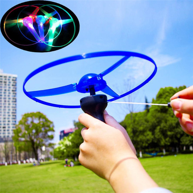 Childrens Toys Funny Colorful Pull String UFO LED Light Up Flying Saucer Disc Kids Toy Nice Birthday Gifts for Children M3