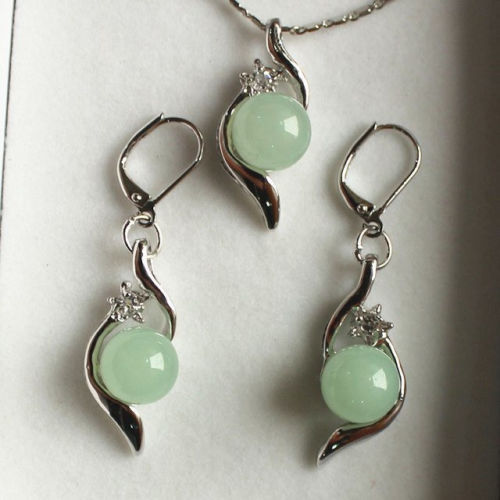 free shipping  10mm green jade Pendant Necklace Earring Set AAA