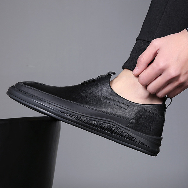 Men's Casual Shoes 2019 Men Genuine Leather Loafers Shoes Fashion Handmade Soft Breathable Moccasins Flats Slip On Shoes 38-43