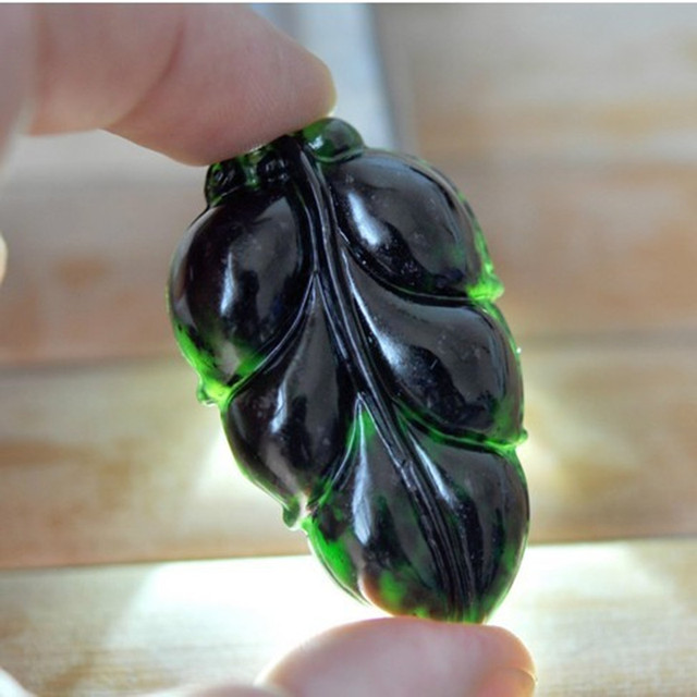 Natural Black Stone Pendant Carved Leaves Pendant Necklace Women's Fashion Jades Jewelry and Free Rope