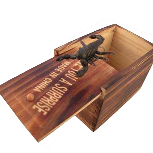 April Fool's Day Spoof Funny Scare Small Wooden Box Scorpion Scary Girls Toys For Kids Gift New Gift drop shipping MJ1207