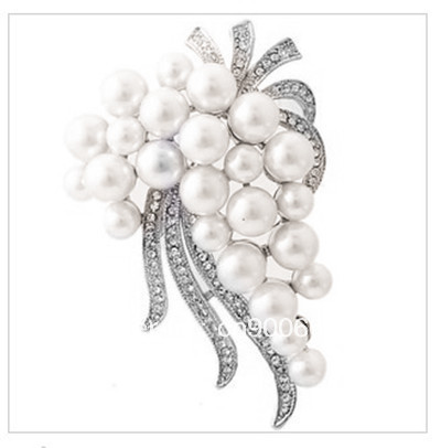 Silver Plated White Pearl and Clear Rhinestone Crystal Large Pin Brooch for Wedding Invitation