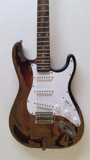 2019 Good Quality Rory Gallagher Signature ST Relic electric guitars Alder Wood Body Free Shipping