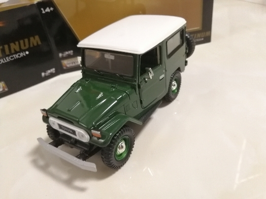 MOTOR MAX 1:24 TOYOTA FJ40 green alloy model Car Diecast Metal Toys Birthday Gift For Kids Boy
