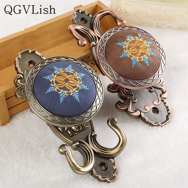 QGVLish 2Pcs Embroidery Curtain Hooks Coat Hanger Tiebacks Buckle Holdback Tassel Brush Hook Holder Curtain Accessories Decor