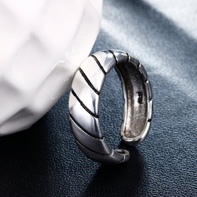 Hot sell fashion vintage style men ring thai silver 925 sterling silver men`s finger wedding rings jewelry man gift cheap