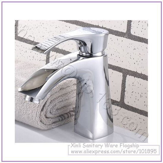 L16319 - Luxury Deck Mounted Hot & Cold Water Chrome Color Brass Basin Faucet
