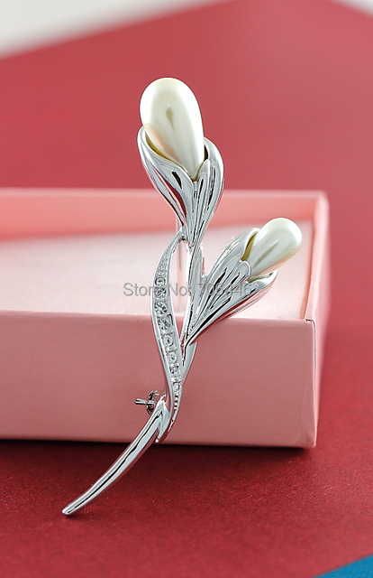 Elegant Flower Metal Brooch with Rhinestone Crystals and Pearl