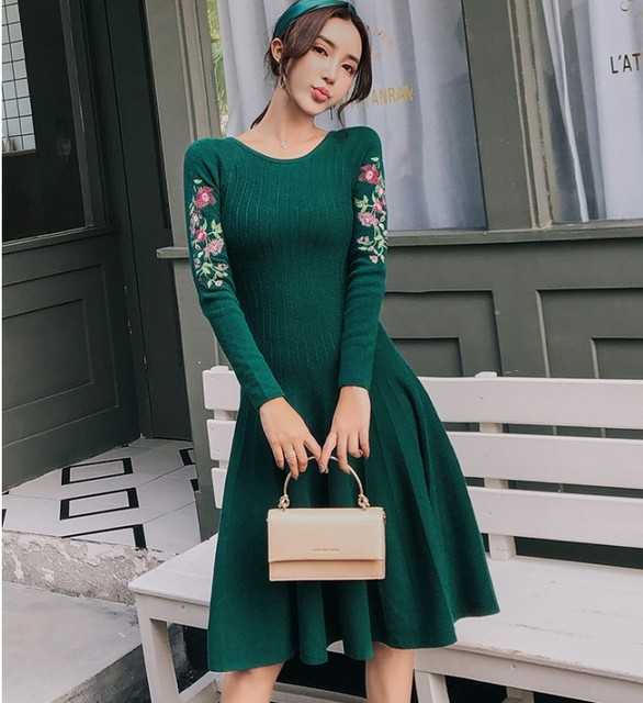 2018 Autumn winter Vintage Floral Embroidery Knitted Dress Women Casual long Sleeve Elegant slim Knit Sweater Dresses