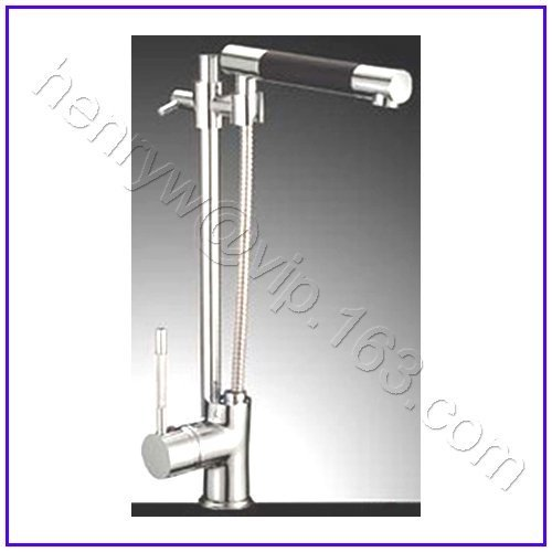 L16123 - Luxury Deck Mounted Chrome Color Pull Out Spray Kitchen Tap