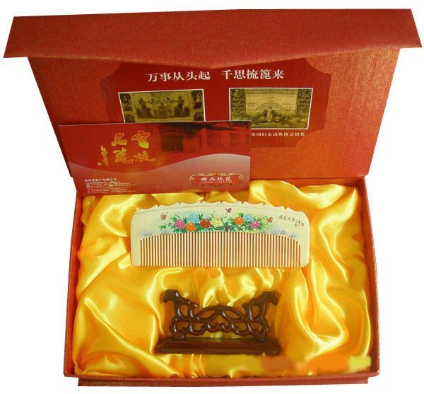 New!Guaranteed 100% Chinese Characteristics gift very beautiful boxwood comb suited to give women gift-g120