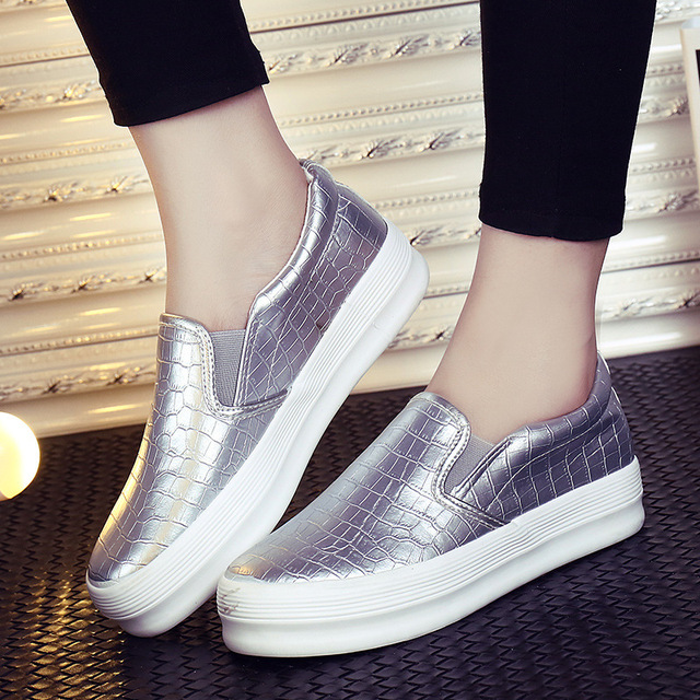 Sports Shoes For Women Slip On Pedal Female Vogue Women Shoes Soled White Flat Girl Shoes Leather Breathable Skateboarding Shoes