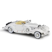 1:18 Maisto Benz 500K 1936 white/red/purple Diecast model car