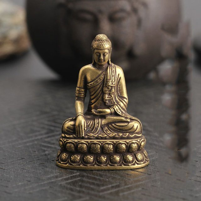 Chinese OLD pure brass hand carved sakyamuni Buddha small statue